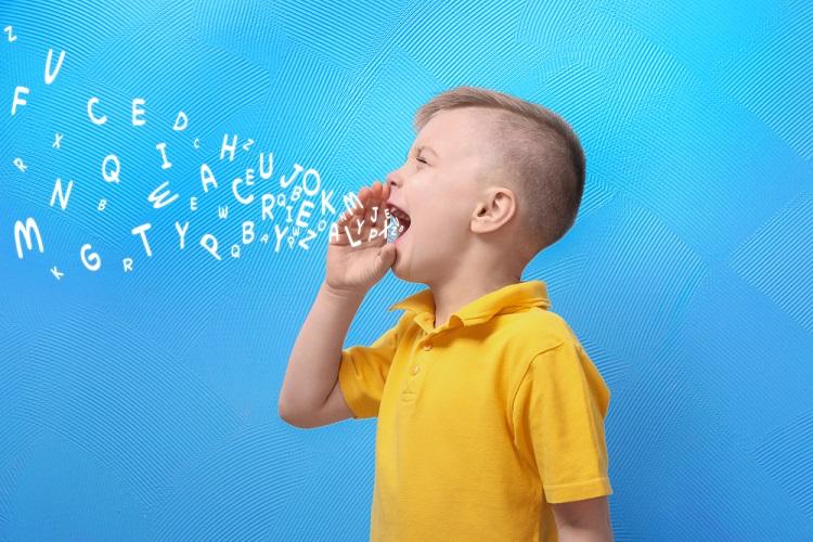 mengeluarkan kata pertama penting untuk anak
